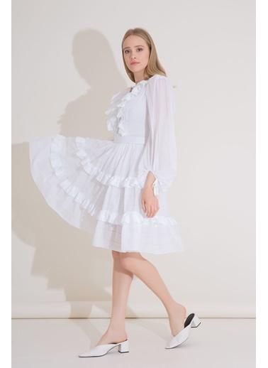 GIZIA Fırfır Yaka Detaylı Işlemeli, Büzgülü Mini Boy Vual Elbise Beyaz